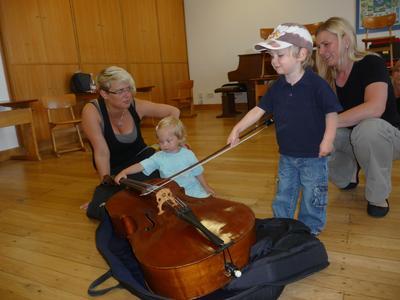 Musikiste Kind am Cello