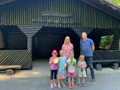 PM 165 -Bild MFE Grillhütte mit Bürgermeister